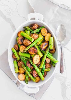 This easy side dish of oven roasted potatoes and asparagus is made all on one baking sheet with garlic balsamic seasoning. Easy Pasta Recipes, Supper Recipes, Side Dish Recipes, Lunch Recipes, Vegetable Recipes, Whole Food Recipes, Holiday Side Dishes, Best Side Dishes, Healthy Side Dishes