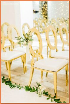 An Earthy Wedding For the Glam Bride Gold Wedding Ceremony Chairs, Gold Wedding Chairs, Wedding Chair Flowers, Gold Wedding Inspiration Wedding Ceremony Chairs, Wedding Chair Decorations, Gold Wedding Theme, Decor Wedding, Wedding Flowers, Modern Wedding Inspiration, Wedding Ideas, Instagram, Earthy