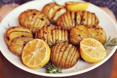 Hasselback / Accordion Potatoes with Rosemary and Garlic - make #vegan with Earth Balance instead of butter