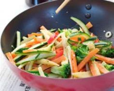 Wok de légumes croquants (facile, rapide) - Une recette CuisineAZ