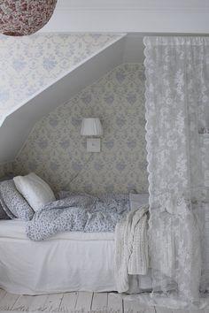 Four Attic Renovation Ideas to Give New Life to Unused Space - Attic Basement Ideas Cozy Bedroom, Bedroom Decor, Home Interior, Interior Design, Attic Bedrooms, Attic Renovation, Attic Remodel, My New Room, Beautiful Bedrooms