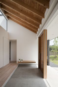 Gentian entry, exposed rafters, ply ceiling Doughnut House by Naoi Architecture … – Modern Home Office Design Architecture Design, Exposed Rafters, Decoration Inspiration, Decor Ideas, Design Inspiration, Japanese Interior, Japanese House, Japanese Style, Korean Style