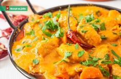Do you think that you can only find delicious Tofu curry in Indian restaurants? Do you also worry about potential weight loss problems? Or are you worried that to make delicious Tofu curry at home you'll need a mysterious Indian pot that. Healthy Foods To Eat, Healthy Dinner Recipes, Indian Food Recipes, Diet Recipes, Ethnic Recipes, Stew Chicken Recipe, Easy Chicken Curry, Coconut Chicken, Chicken Soup