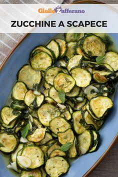 Le zucchine a scapece sono un grande classico della cucina tradizionale. Le zucchine fritte si tuffano ancora calde in un'emulsione di olio, aceto, vino, prezzemolo e aglio! Ottime come contorno per piatti di pesce. #giallozafferano #zucchine #secondifacili #secondiveloci #contornifacili #contorniveloci #zucchinericette #scapecerecipe [Easy and quick marinated zucchini]