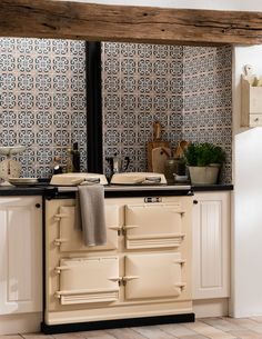 Kitchen wall tiles are perfect to add character to your cooking space. Whether it's a feature splashback or a simple border, there is something for everyone in our collection of kitchen wall tiles. Aga Kitchen, Kitchen Wall Tiles, Shaker Kitchen, Kitchen Flooring, Kitchen And Bath, Kitchen Decor, Kitchen Small, Kitchen Ideas, Kitchen Styling