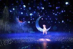"""""""Qi – eine Palast Phantasie"""", also called """"Kie"""", is the latest show on stage at the Friedrichstadtpalast Theatre Stage Lighting Design, Led Light Design, Concert Stage Design, Set Design Theatre, Midsummer Nights Dream, Stage Set, Scenic Design, Light Art, Event Design"""