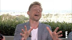 Tom Hiddleston Impersonates Chris Evans and More - SDCC 2015 -  E! Online