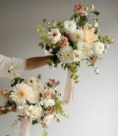 Spring Wedding Colors, Fall Wedding Flowers, Wedding Flower Inspiration, Bridal Flowers, Floral Wedding, Wedding Ideas, Bridesmaid Bouquet, Wedding Bouquets, Bridesmaids