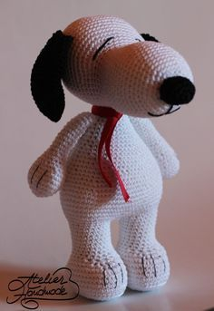 Snoopy the dog - free crochet pattern in English and Romanian at Atelier Handmade.