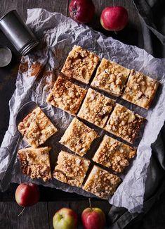 Maisemakahvilan omenapiirakka | Meillä kotona Dessert Recipes, Desserts, Banana Bread, Waffles, Sweets, Baking, Breakfast, Food, Kite