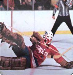 Gary Inness Hockey Goalie, Hockey Teams, Goalie Mask, Masked Man, Edmonton Oilers, Washington Capitals, Nhl, How To Memorize Things, Baseball Cards