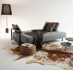 The comfortable Bifrost Deluxe Sofa Bed was designed by Per Weiss for the Danish manufacturer Innovation.Here you see the Bifrost Deluxe Sofa Bed, which is best Innovation Living, Shabby Chic Baby Shower, Abandoned Mansions, Twists, Sofa Bed, Decoration, Modern Architecture, Sofas, Modern