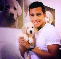 Alexis Sanchez + cute puppy = adorable overload <3