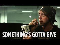 """All Time Low faz performance acústica do single """"Something's Gotta Give"""" #Grupo, #Lançamento, #Música, #Single http://popzone.tv/all-time-low-faz-performance-acustica-do-single-somethings-gotta-give/"""