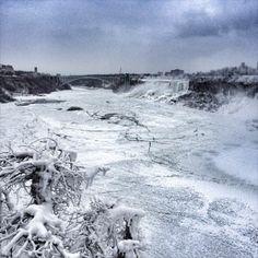 痛いニュース(ノ∀`) : 【画像】 ナイアガラの滝が凍っている衝撃写真…アメリカ大寒波が凄いことに - ライブドアブログ