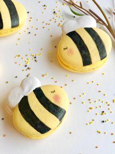 Handmade Wedding Favours, Wedding Favors, Wedding Favor Inspiration, Bee Food, Cute Baking, Macaron Cookies, Buttercream Filling, Macaroon Recipes, Bee Party