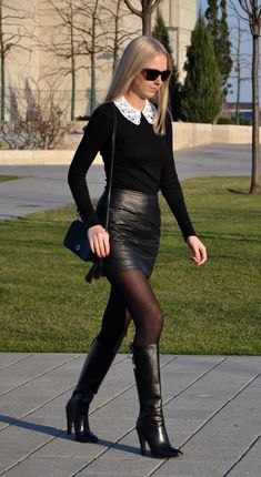 Woman with beautiful boots & leather skirt - LLL - Mini Skirt Outfit Black Leather Skirts, Leather Dresses, Black Tights, Leather Shorts, Pantyhosed Legs, Belle Silhouette, High Heels Outfit, Shoes Heels, Skirts With Boots