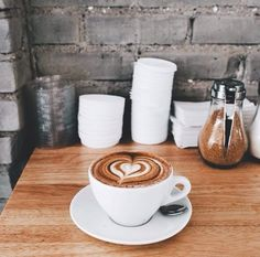 The Most Satisfying Cappuccino Latte Art - Coffee Brilliant Coffee Shop, Coffee Is Life, I Love Coffee, Coffee Cafe, Coffee Break, Iced Coffee, Coffee Drinks, Morning Coffee, Coffee Creamer