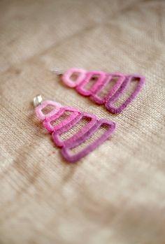 Ombre roze oorbellen Trapeze oorbellen haak oorbellen Striped oorbellen grote dangle helder roze sieraden Boho stijl oorbellen Festival sieraden  !!! OP BESTELLING GEMAAKT!  Deze zeer lange maar lichtgewicht geometrische haak oorbellen zijn gemaakt met roze ombre draad op plastic basis. Ze zijn extreem licht en gemakkelijk te dragen. Lijmen en zetmeel worden niet gebruikt waardoor ze meer natuurlijke en beter voor mensen met allergieën.  Deze oorbellen zijn gegarandeerd om u te laten voelen…
