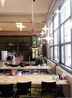 INTERIEUR CAFFEE ALLEE | Voor Stadsrestaurant Caffee Allee, hebben we zowel het terras als het interieur binnen een metamorfose mogen geven. De foto's zeggen eigenlijk genoeg, een van de hotspots op Strijp S waar je heerlijk kan eten of borrelen. Wij zijn trots op het resultaat! Zeker een bezoek waard! www.zitfabriek.nl
