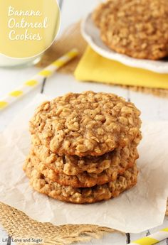 These Moist and Chewy Banana Oatmeal Cookies are hands down the best banana flavored cookie I've ever had. Moist & chewy for days and unmistakably banana-y! Healthy Oatmeal Cookies, Banana Oatmeal Cookies, Banana Bread Cookies, Banana Oats, Chip Cookies, Köstliche Desserts, Delicious Desserts, Yummy Food, Health Desserts
