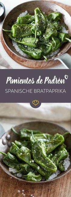 Die kleinen grünen Bratpaprika mit grobem Meersalz sind als Tapa in ganz Spanien beliebt. Endlich haben die Pimientos de Padrón es bis zu uns geschafft.