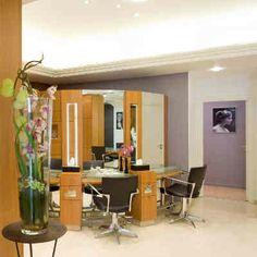 Maison de beauté #Carita Montaigne à Paris. Institut de beauté et salon de coiffure pour elle et pour lui, sur place ou à domicile.
