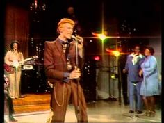 "DAVID BOWIE / YOUNG AMERICANS (1975) [I'm loving Luther Vandross on the background vocals!!] -- Check out the ""Super Sensational 70s!!"" YouTube Playlist --> http://www.youtube.com/playlist?list=PL2969EBF6A2B032ED"