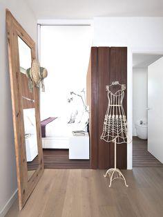 Espejo de pie en madera maciza. Ideal para el vestidor!