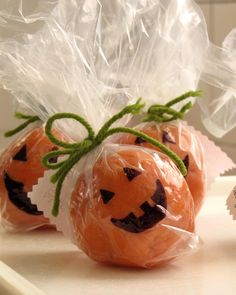 Gia's Notes: Cute favor for a child's Halloween party: play doh jack o 'lanterns