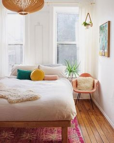 Loving this airy bedroom by # Small Apartment Bedrooms, Apartment Bedroom Decor, Home Bedroom, Apartment Makeover, Bedroom Ideas, Retro Dining Chairs, Airy Bedroom, Deco Design, Beautiful Bedrooms