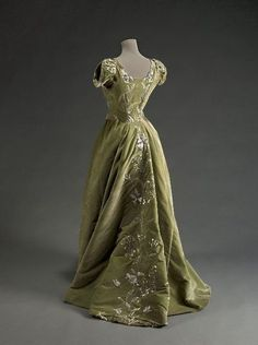 Raudnitz & Co. evening dress, 1897 From the Musée Galliera.