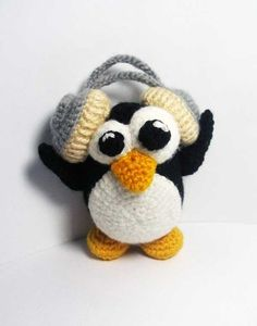 Penguin Music Lover amigurumi crochet pattern by Masha Pogorielova (mashutkalu)