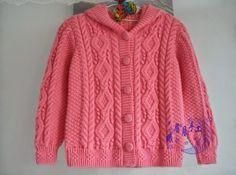 Детский жакет с капюшоном вязаный спицами. Розовый детский жакет спицами арановыми узорами