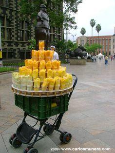 Mango y guayaba con limón y sal, en la Plaza de Botero, Medellín.