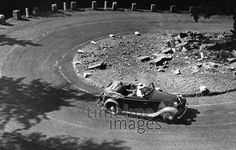 Frau und Automobil - 1930 bis 1939 Timeline Classics/Timeline Images #Oldtimer #Berge #Ausflug #Serpentine