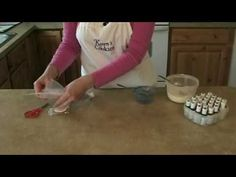 Cookie Decorating: Color Mixing and Bag Filling. Awesome icing tips! Make a simple saran-wrap pouch to easily fill a frosting bag. Cake Decorating Tips, Cookie Decorating, Tips & Tricks, Cake Tutorial, Baking Tips, Cakes And More, Cupcake Cookies, Let Them Eat Cake, Just Desserts