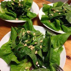 サラダ油は万病の元! DE-OILブログをご覧下さい。 http://deoil.blog.fc2.com/ - 2件のもぐもぐ - グリーンサラダ&松の実 自家製ポン酢 by deoil518