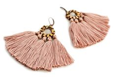 Large and playful tassel earrings with old rose cotton tassels and a rose quartz bead. Despite their size the earrings are light weighted and comfortable to wear.  - cotton tassels - rose quartz beads - oxidized chain - copper leverback hooks - length: app 3,5/8,7cm  I offer my earrings with different options of hooks and clip ons, please choose from the drop down menu:  1// copper leverback hooks 2// copper clip on 3// brass fish hooks 4// silver ...