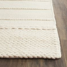 The epitome of sophisticated beach house style, the Williston Highlands collection exudes an artisan-crafted look and texture. Soft, lustrous wool yarns are hand-tufted to create contrasting textures, including oversized loops and flat surfaces that are rich in dimension. An array of braided motifs, twills and boucle effects distinguishes this casual rug collection.