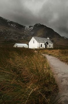 Is that sea grass and sand? And a farmhouse? At the base of a mountain? {sigh}