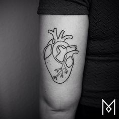 Single Line Anatomical Heart Tattoo by Mo Ganji Mini Tattoos, Trendy Tattoos, New Tattoos, Body Art Tattoos, Small Tattoos, Tattoos For Women, Cool Tattoos, Heart Tattoos, Tatoos