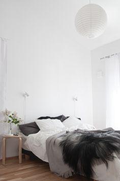 Simple-Scandinavian-bedroom-Icelandic-sheepskin