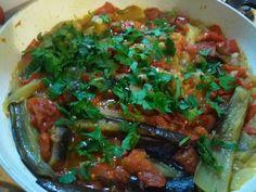 Patlıcan silkme herkesin bildiği bir yemek. Yani burada uzun uzun anlatacak kadar matah bir yemek değil. :)) Ama havalar o kadar sıcak...