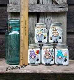 Mason Jar Art, Mini Mason Jars, Mason Jar Gifts, Rock Crafts, Jar Crafts, Crafts To Make, Chalk Paint Mason Jars, Painted Mason Jars, Sea Glass Crafts