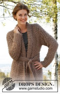"""Knitted DROPS jacket with lace pattern and shawl collar in """"Symphony"""". Size: S - XXXL. ~ DROPS Design"""