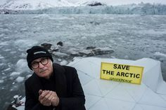 Do you have a great idea to raise awareness about the melting Arctic? #TB to when pianist @Ludovico_Einaudi performed his Elegy for the Arctic where the Ocean meets the ice edge. His beautiful piano playing, through the cold, touched millions of people worldwide. The journey to fight companies from devastating the Arctic is a long one, and we need every creative idea we can get. How would you spread the word to #SaveTheArctic? . ¿Tienes ideas para promover el conocimiento sobre el…