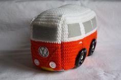 Ravelry: Campervan Doorstop pattern by Emma Varnam--so funny! I can see this as a tissue box cover! Crochet Car, Crochet Amigurumi, Love Crochet, Crochet Gifts, Crochet For Kids, Crochet Dolls, Doorstop Pattern, Vintage Dachshund, Knitting Patterns