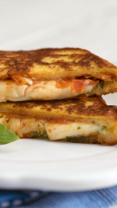 Think of this sandwich stuffed with Mozzarella cheese pesto and more as French toast with some Italian flare. The post Mozzarella en Carozza Caprese appeared first on Tasty Recipes. One Dish Meals Tasty Recipes Vegetarian Recipes, Cooking Recipes, Healthy Recipes, Vegetarian Wraps, Healthy Food, Best Sandwich Recipes, Sandwich Ideas, Breakfast Recipes, Dinner Recipes