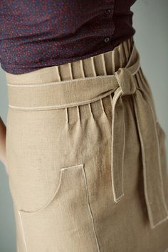 Apron detail......I think I would actually like this detail on a meeting skirt. Vintage!